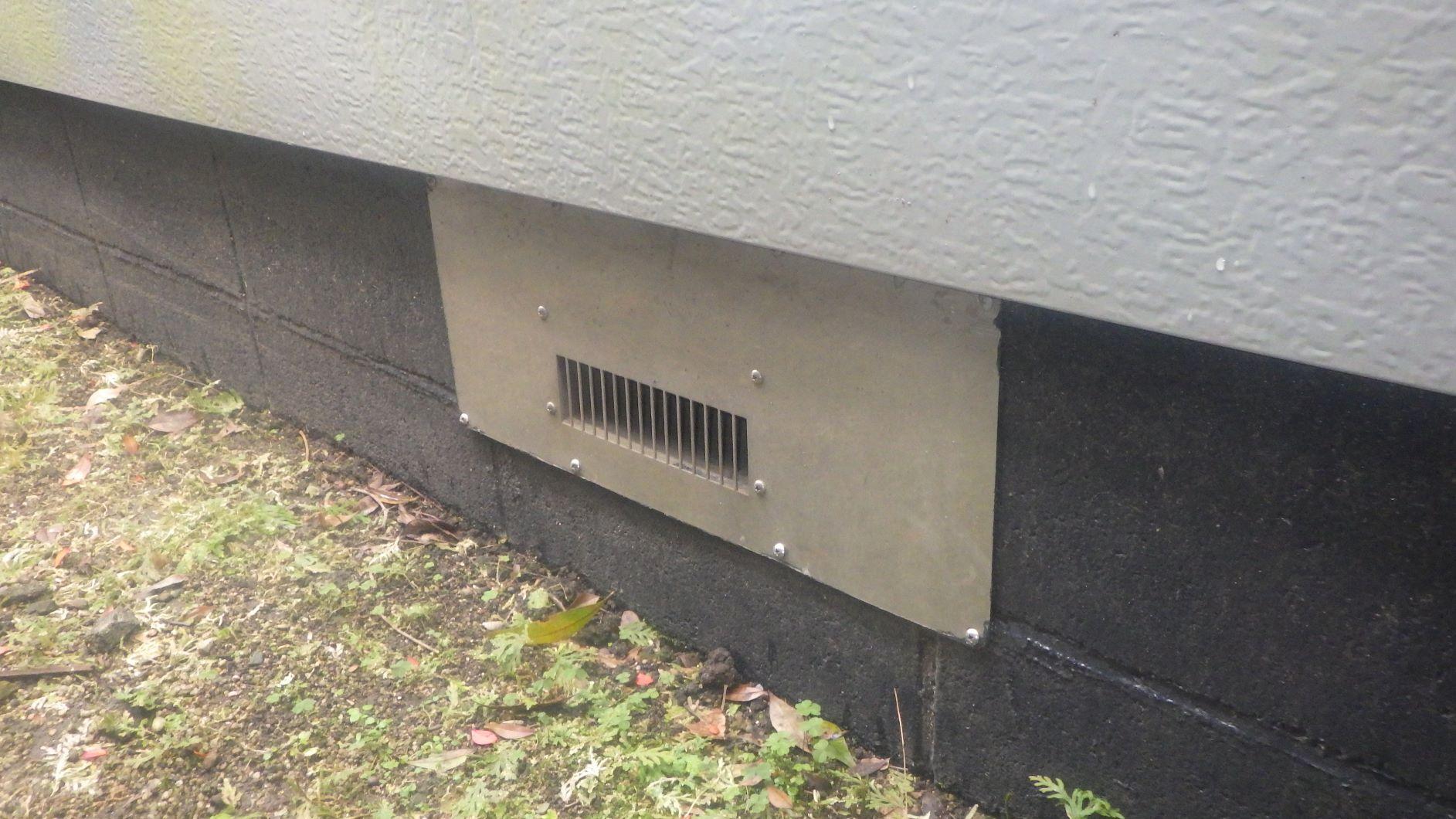 クラシオ 施工実績 床下換気扇撤去・換気口パネル取付(ビフォー写真)