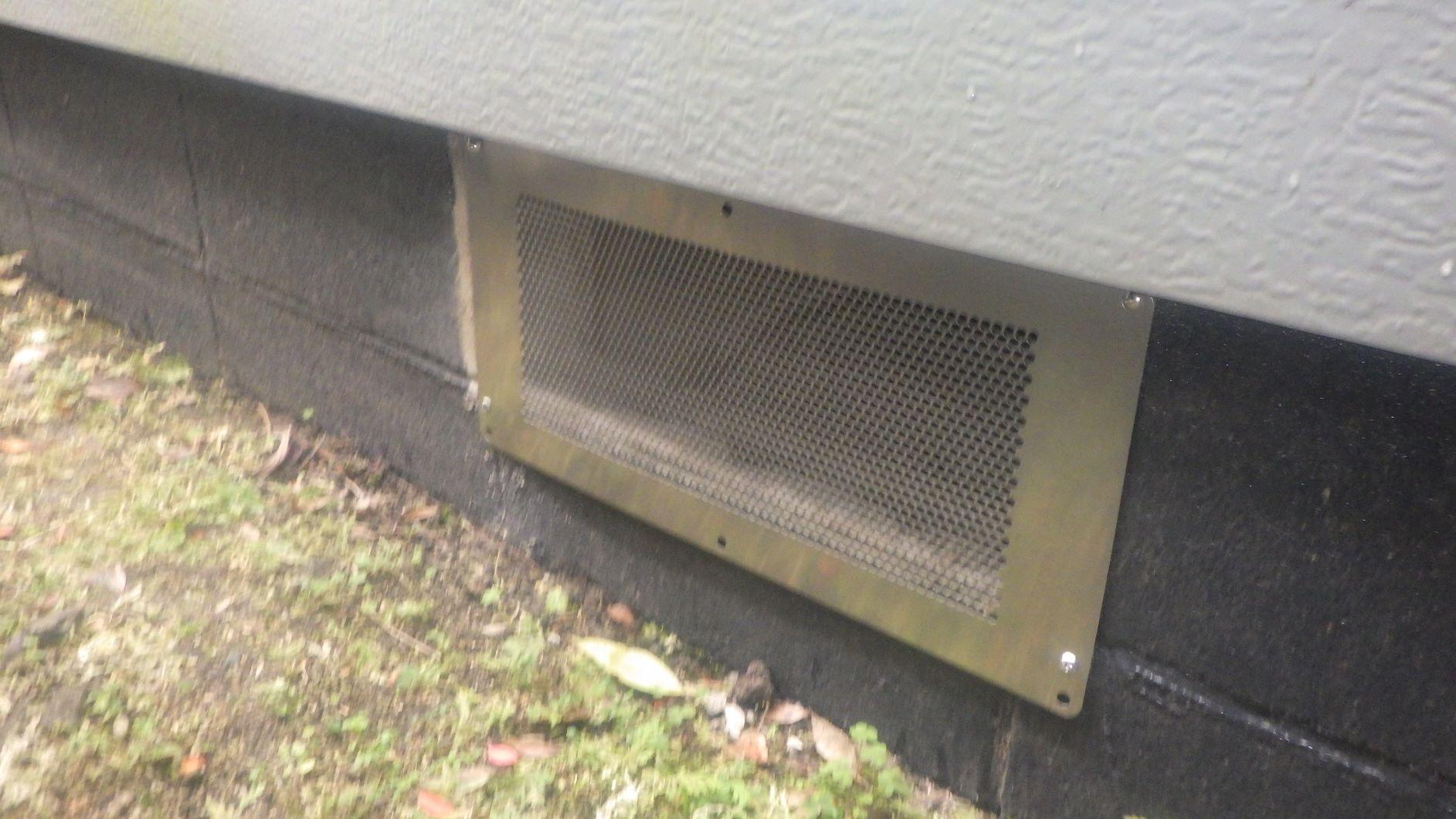クラシオ 施工実績 床下換気扇撤去・換気口パネル取付(アフター写真)