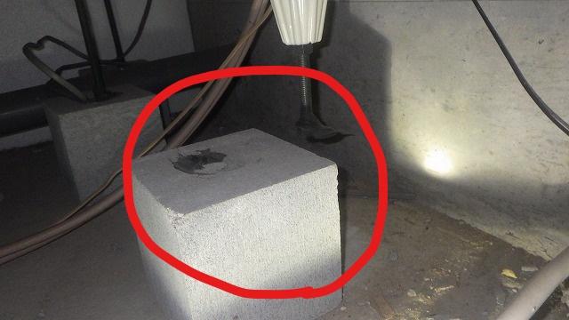 クラシオ 施工実績 ユニットバス用束石のズレ簡易補修(ビフォー写真)