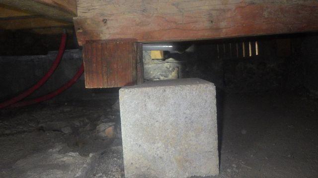 クラシオ 施工実績 束石の位置調整(ビフォー写真)