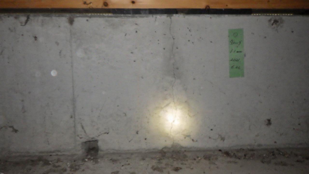 クラシオ 施工実績 熊本市東区T様/白蟻防除工事・クラック補修工事(ビフォー写真)